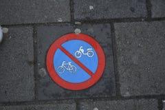Отсутствие велосипедов отсутствие знака мотоциклов стоковая фотография rf