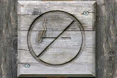 отсутствие древесины знака куря Стоковые Фотографии RF