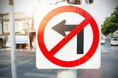 Отсутствие знака левого поворота на пути Стоковое Изображение