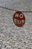 Отсутствие знака металла выхода круглого Стоковая Фотография