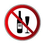 Отсутствие знака питья спирта Запрещенный спирт напитка знака, изолированный на белой предпосылке Черный силуэт в красном круге Стоковые Изображения RF
