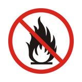 Отсутствие знака пожара Символ открытого пламени запрета Красный значок на белом b Стоковая Фотография