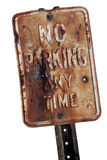 отсутствие знака стоянкы автомобилей ржавого Стоковая Фотография