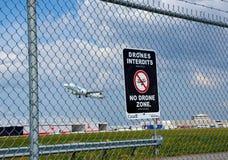 Отсутствие знак и самолет зоны трутней Стоковая Фотография