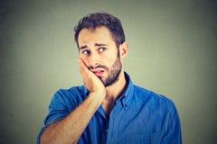 Отсутствие мотивировки в жизни Унылый потревоженный человек Стоковая Фотография