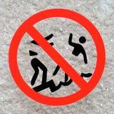 Отсутствие нажимая предупредительного знака безопасности Стоковая Фотография RF