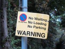Отсутствие не ждать никакую загрузку отсутствие знака автостоянки Стоковая Фотография RF