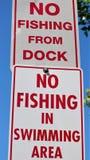 Отсутствие рыбной ловли от знака дока стоковая фотография