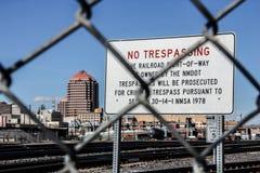 Отсутствие Trespassing в дворе поезда Альбукерке Стоковые Изображения RF