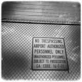 Отсутствие trespassing знака, авиапорта Атланты Hartsfield Стоковая Фотография RF