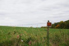 Отсутствие trespassing знака для частной собственности в сельской местности Стоковое фото RF