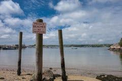 Отсутствие trespassing знака на береге в МАМАХ, США Стоковое Изображение RF