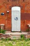 Отсутствие Trespassing знака на покинутом здании Стоковая Фотография RF