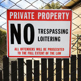 Отсутствие trespassing знака перед частной собственностью Стоковая Фотография RF