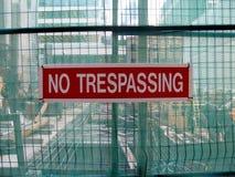 Отсутствие trespassing как предупредительное сообщение Стоковое Фото