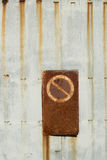 Отсутствие trespassing ржавого строба Стоковая Фотография RF