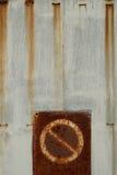 Отсутствие trespassing ржавого строба Стоковая Фотография