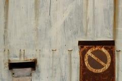 Отсутствие trespassing ржавого строба Стоковые Фотографии RF