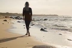отсутствующая гуляя женщина Стоковое Фото