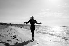 отсутствующая гуляя женщина Стоковые Изображения RF