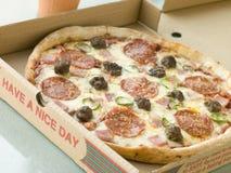 отсутствующее взятие пиццы мяса пиршества коробки Стоковая Фотография RF