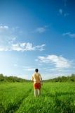 отсутствующий гулять ринва человека поля Стоковые Фотографии RF