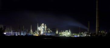 отсутствующий завод масла ночи города Стоковое Фото