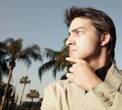 отсутствующий мельком взглядывая человек Стоковая Фотография RF