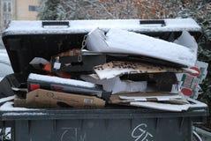Отход попа, который не будут, который извлекли должным снегом o падает погода стоковое фото