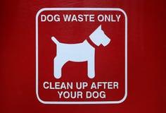 Отход собаки подписывает внутри парк города Стоковая Фотография RF