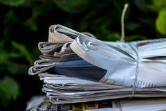 отход бумажного стога газеты старые Стоковое Фото
