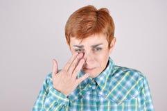 Отчаянная и подавленная плача женщина Стоковые Изображения RF