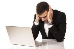 Отчаянный человек на компьтер-книжке Стоковое фото RF