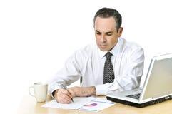 отчеты о офиса изучая работника Стоковое Изображение