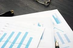Отчет об и рабочие документы анализа маркета стоковые фото