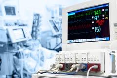 ICU с монитором ECG Стоковые Изображения RF