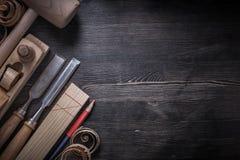 Отделывает стержень более плоского карандаша деревянных shavings деревянный Стоковая Фотография RF