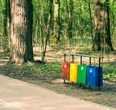 Отдельно мусорная корзина стоковое фото rf