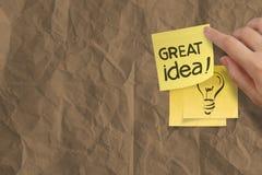 Отличная идея формулирует скомканную липкую бумагу примечания на бумаге текстуры Стоковое Изображение RF