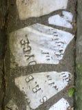 От камня фигурной стрижки кустов надгробной плиты кладбища вымощая, 6 Стоковое Изображение RF