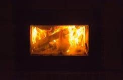 Отдохните камином в холодной ноче Стоковая Фотография RF