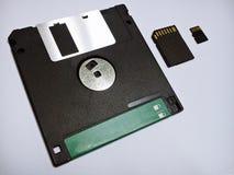 От прошлого к настоящему моменту дискет, карточка SD, микро- карточка SD Стоковое Фото