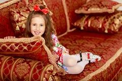 отдыхать девушки кресла Стоковое Изображение