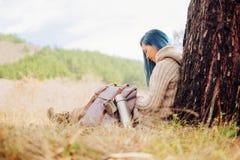 отдыхать девушки напольный Стоковая Фотография RF