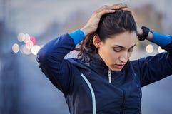 Отдыхать девушки фитнеса Стоковое Фото