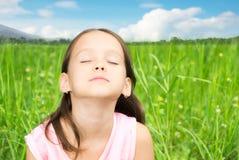 Отдыхать маленькой девочки Стоковое фото RF