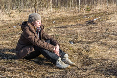 отдыхая детеныши женщины Стоковые Фотографии RF