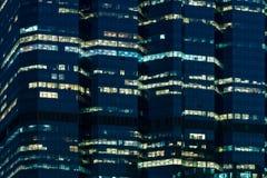 Офисное здание на ноче Стоковая Фотография