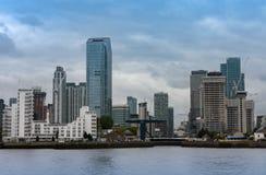Офисные здания в канереечном причале в Лондоне Стоковое Фото
