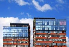Офисные здания на предпосылке голубого неба Стоковое Изображение RF